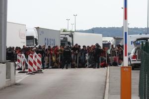 Bild vom ersten Transport aus Wuppertal (19. September 2015, Bregana Kroatisch/Slowenische Grenze)